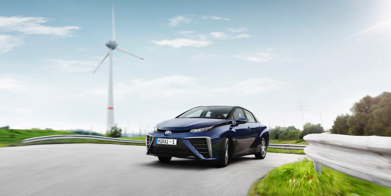 Hidrojen yakit hucreli otomobil Toyota Mirai (1)
