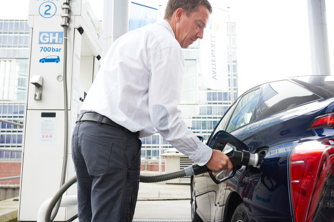 Hidrojen yakit hucreli otomobil Toyota Mirai (3)